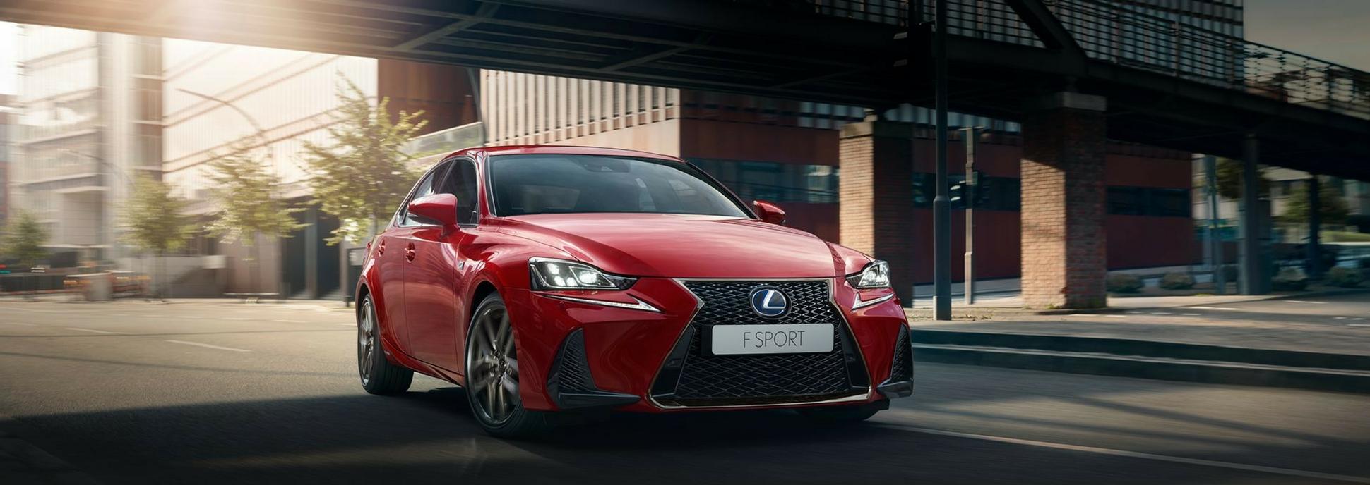 Lexus IS F Sport Hybrid punainen