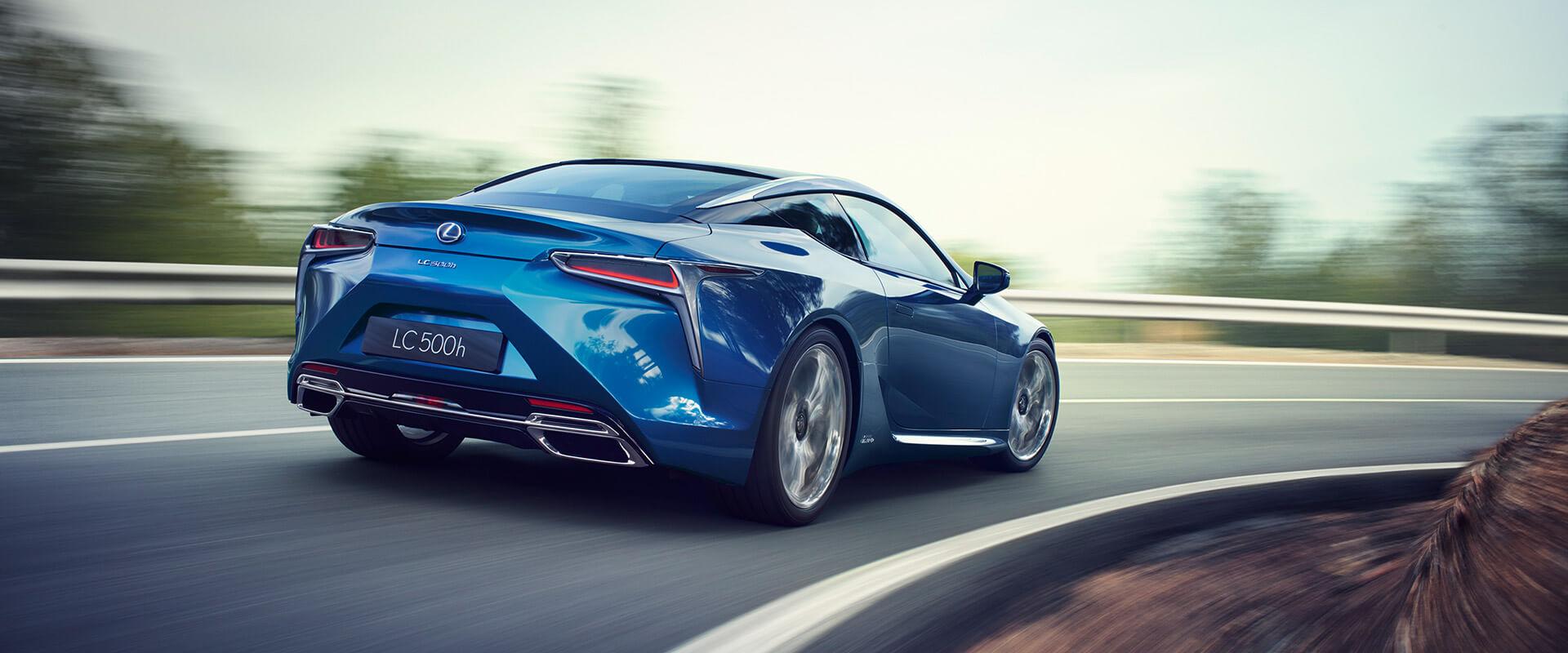 sininen Lexus LC 500h Hybrid hero
