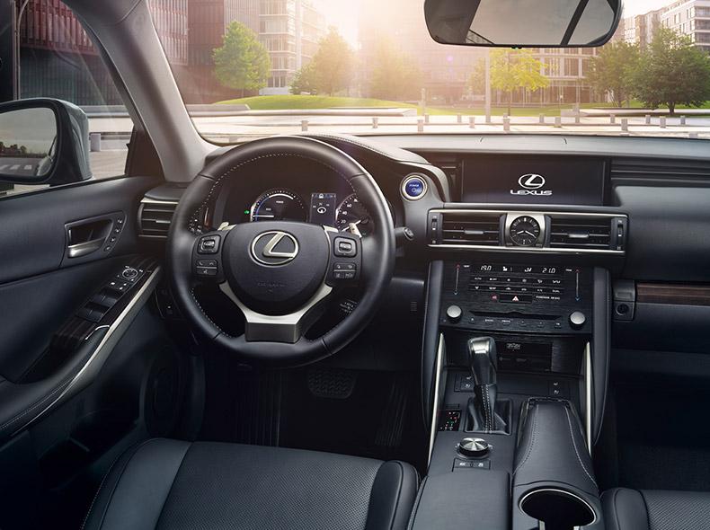 Lexus IS 300h Hybrid kojelauta