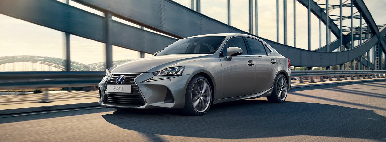 harmaa Lexus IS 300h Hybrid