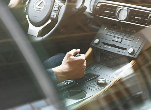 Lexus RC 300h Hybrid keskikonsoli