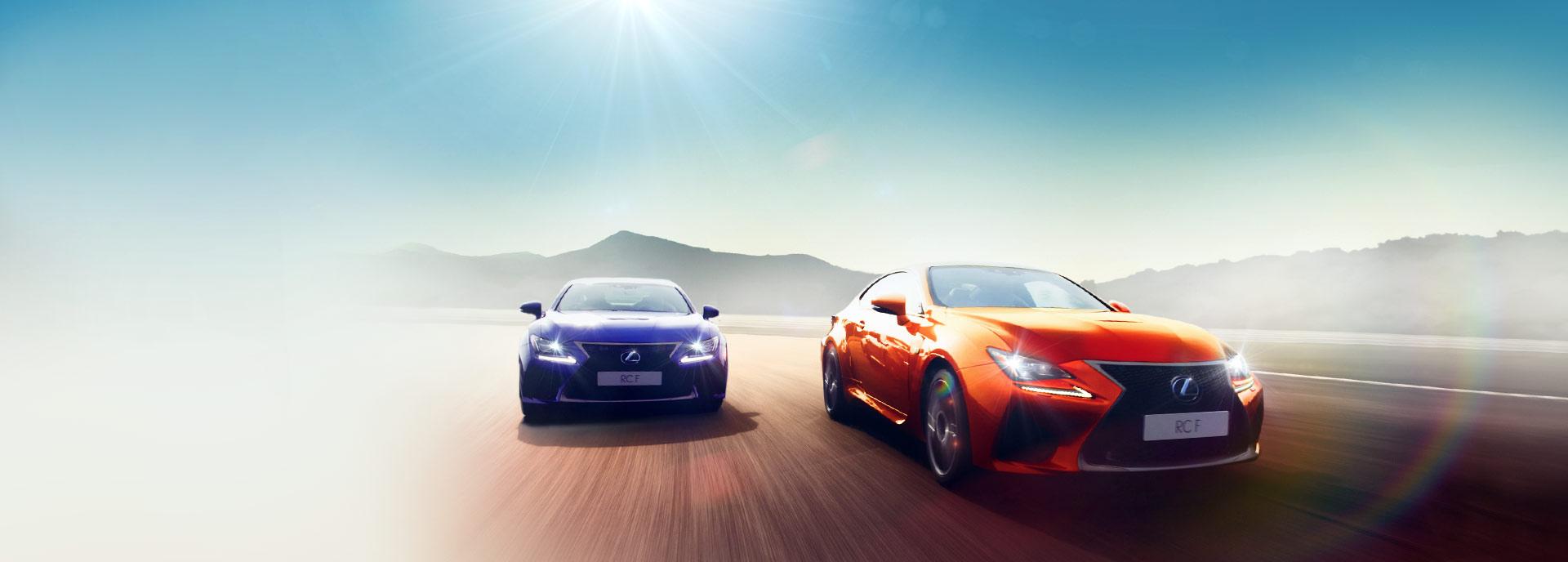 sininen ja oranssi Lexus RC F