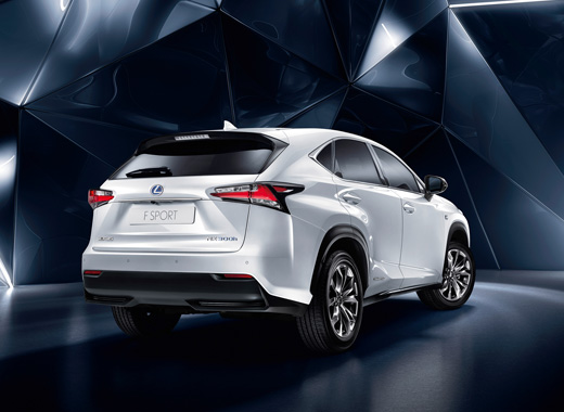 lexus nx 300h le suv hybride sous un nouvel angle. Black Bedroom Furniture Sets. Home Design Ideas