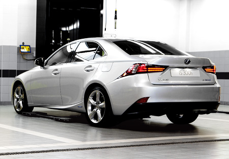 Lexus IS 300h Rear