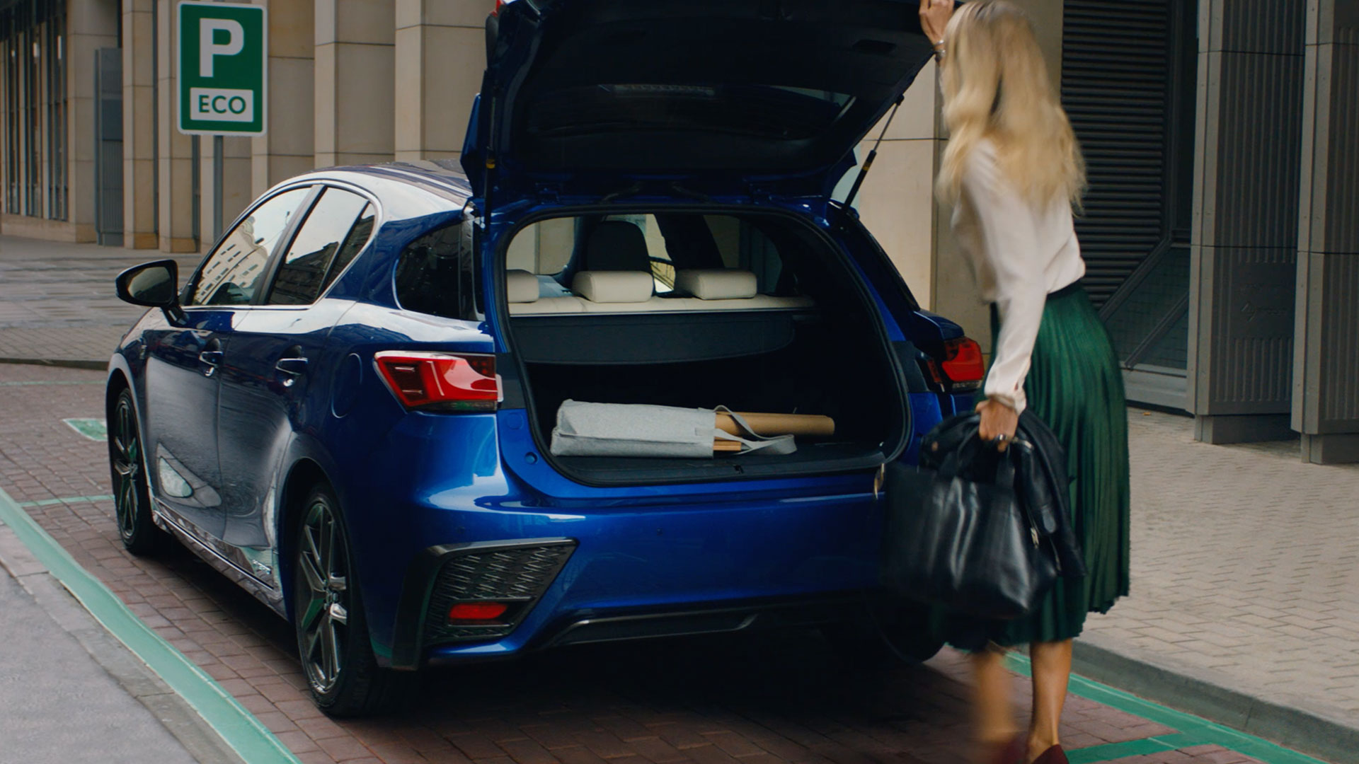 2018 lexus ct 200h my18 vid cover boot space