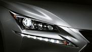 Dettaglio del fanale anteriore destro di una Lexus colore sonic titanium