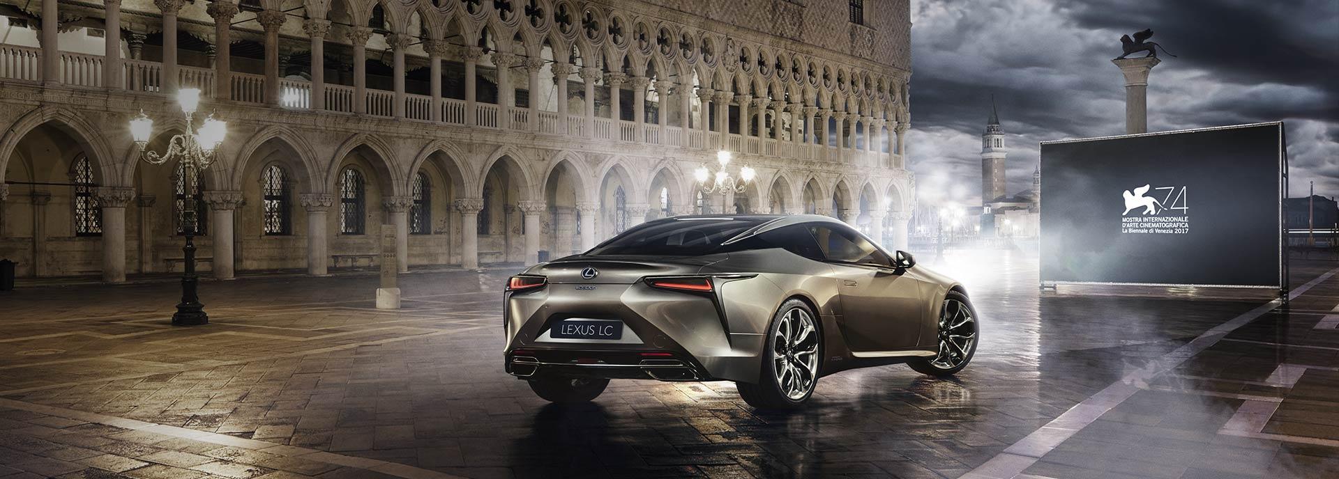 Lexus LC V8 in piazza San Marco per il Festival del Cinema di Venezia