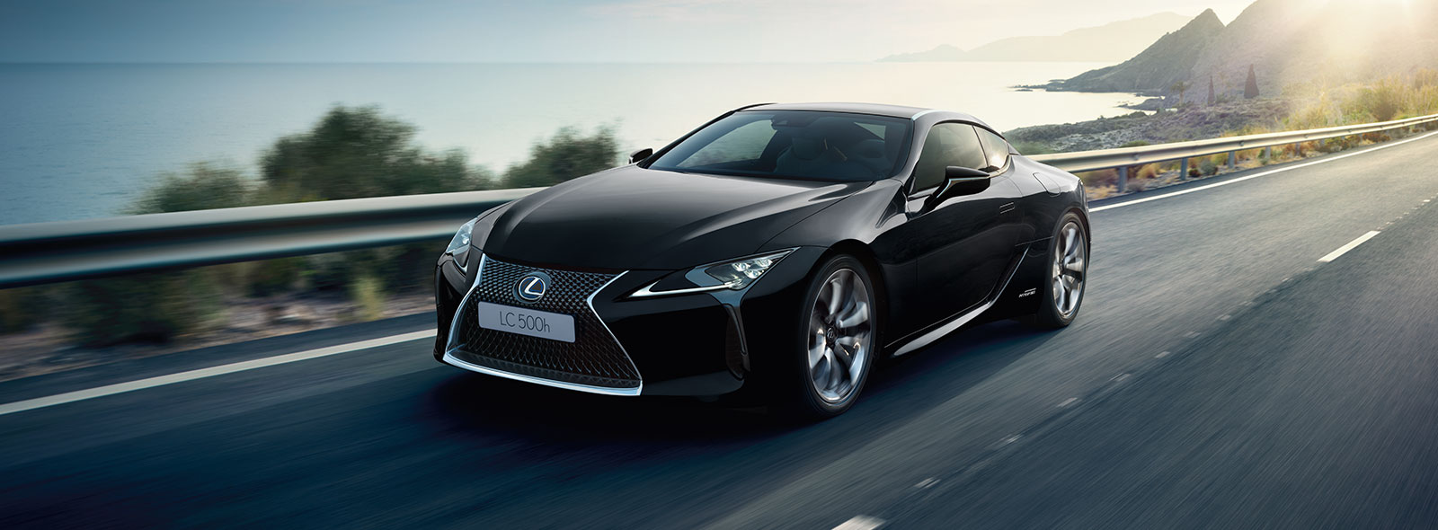 2017 Lexus LC 500h Driving Gallery 001