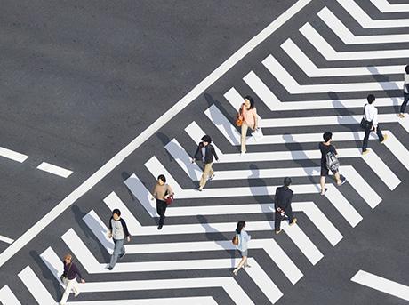 Progetto crosswalk di Kaminakanaoki particolare dei pedoni in fase di attraversamento