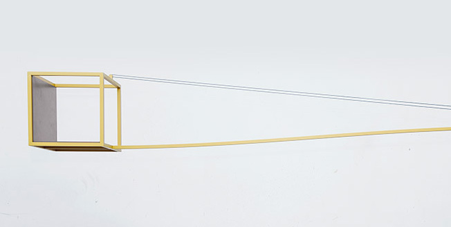 Dettaglio del progetto Crane un cubo vuoto al suo interno con lunghi ganci