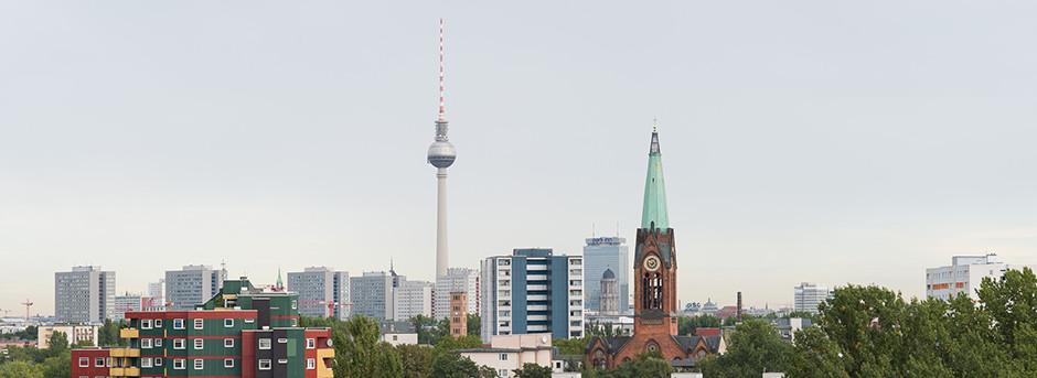 Skyline Berlino con torre della televisione e cielo sereno