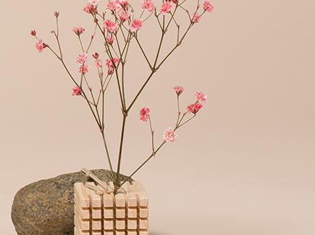 Dettaglio della realizzazione di Dada pianta con fiore rosa