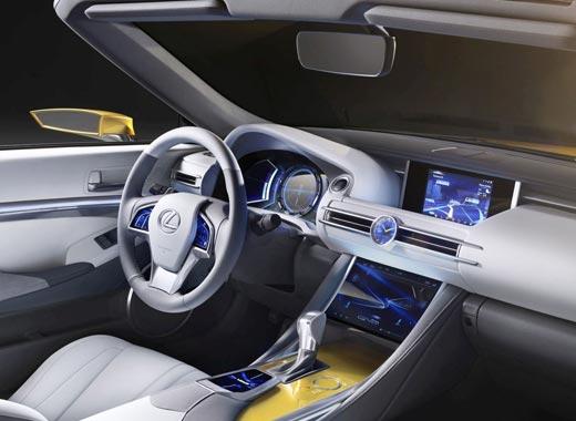 Dettaglio interni del concept Lexus LF C2 colore giallo ocra