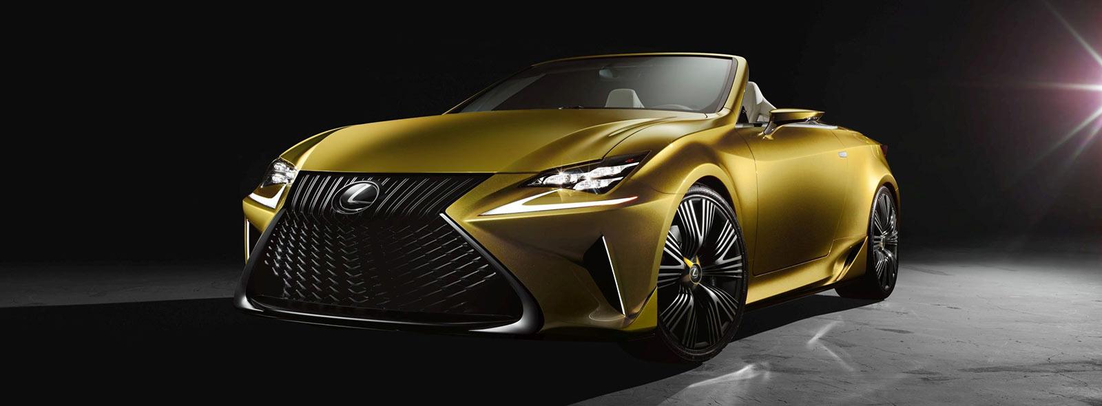 Vista diagonale frontale del concept Lexus LF C2 giallo ocra