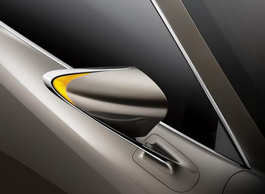 Specchietto retrovisore della concept coupè LF CC Full Hybrid