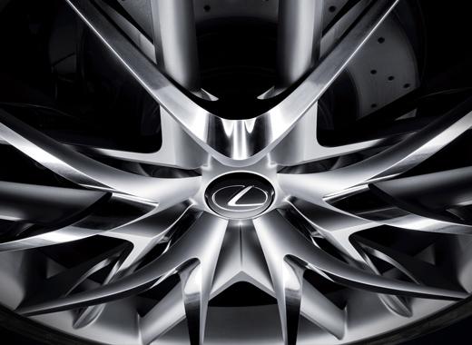 Dettaglio cerchi della concept coupè LF CC Full Hybrid