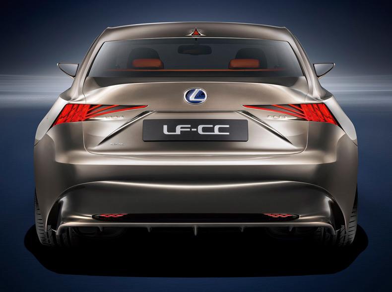 Vista posteriore della concept coupè LF CC Full Hybrid