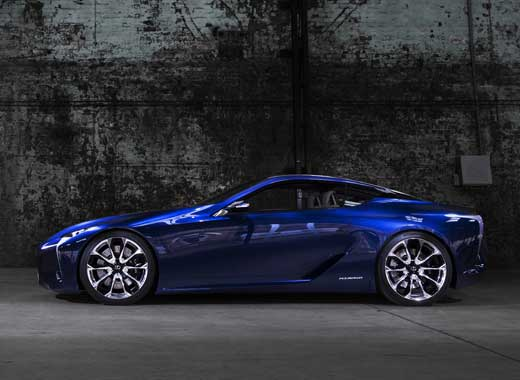 Vista laterale del coupé ibrido sportivo LF LC colore blu
