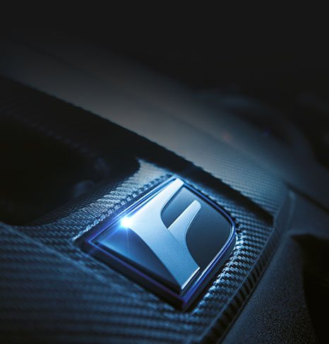 Logo F Performance all interno di una Lexus
