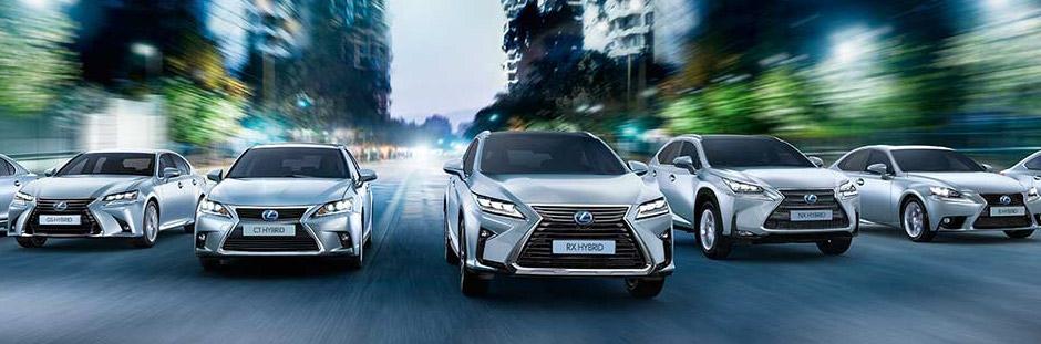 Tutti i modelli della gamma Lexus Business su strada urbana