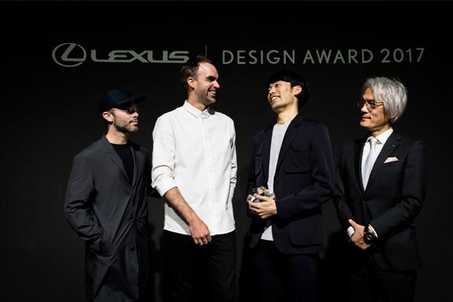 I designer vincitori del progetto premiati sul palco dai responsabili Lexus International