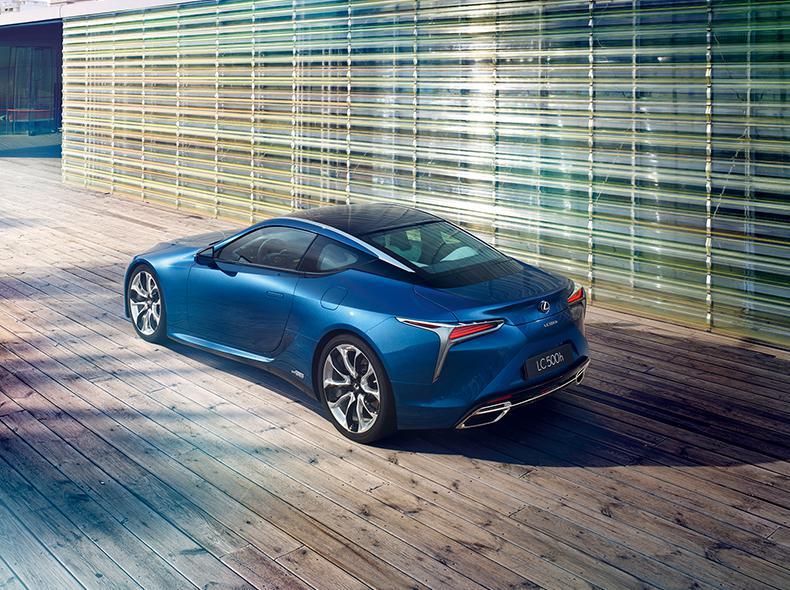 Vista posteriore laterale della nuova LC blu
