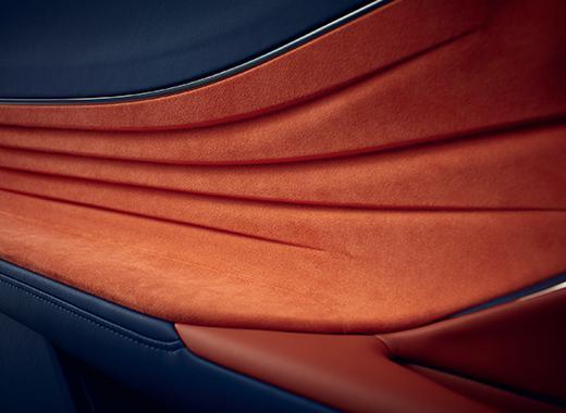 Dettaglio del rivestimento interno per il poggiamano sinistro della nuova LC