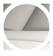 Dettaglio rifiniture di un sedile della LS Hybrid in pelle semianilina avorio