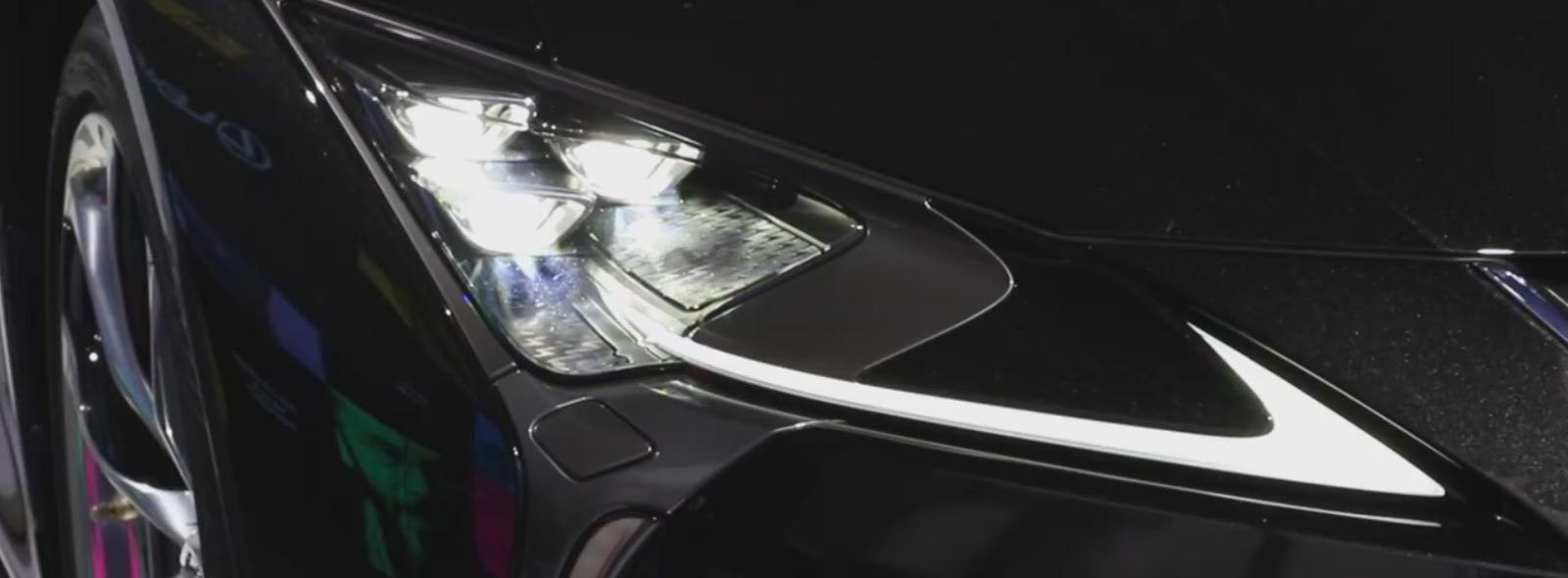 Il fanale frontale anteriore destro accesso della nuova LC colore nero brillante