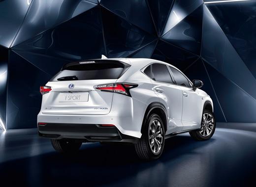 Lexus NX Hybrid F Sport bianco perla