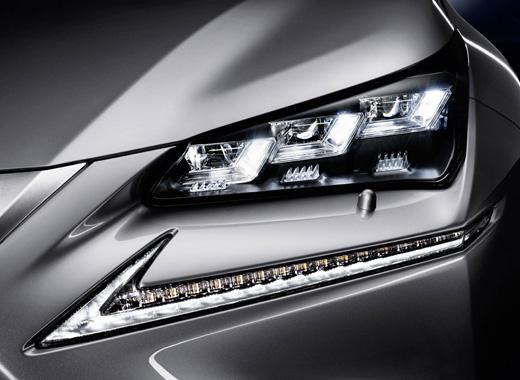 """Lexus NX Hybrid fari e luci di posizione a LED a """"TRIPLA L"""""""