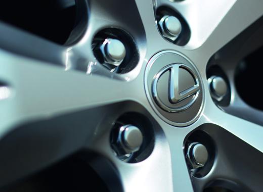 Design esclusivo dei cerchi in lega di Lexus NX Hybrid