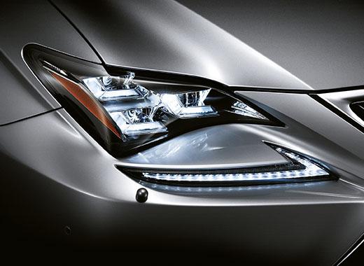 Lexus RC Hybrid F SPORT fari a LED a tripla L