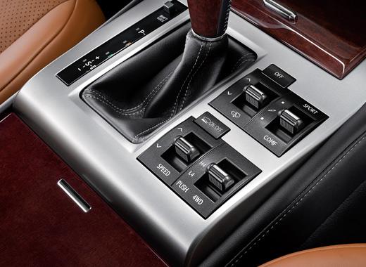 Панель коробки передач нового Lexus GX 460