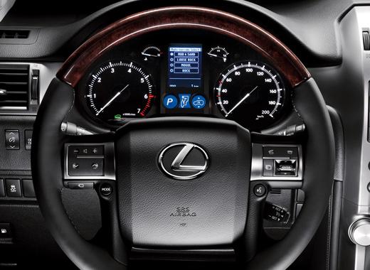 Кнопки управления на рулевом колесе c кожанной отделкой Lexus GX460