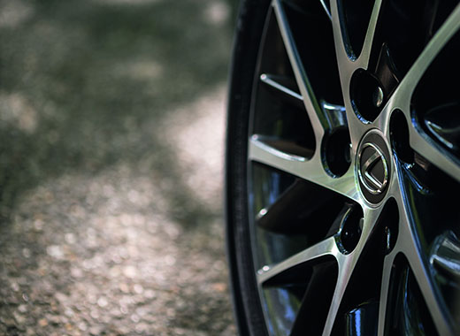 Семнадцатидюймовые литые диски нового Lexus ES 200
