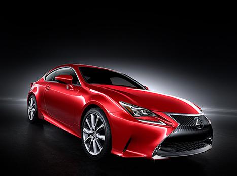 La Lexus RC en rouge