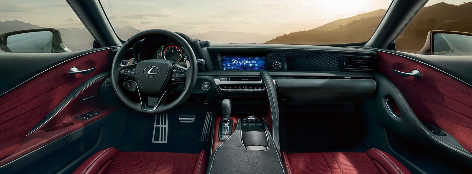 Het interieur van een Lexus LC 500 met lederen bekleding