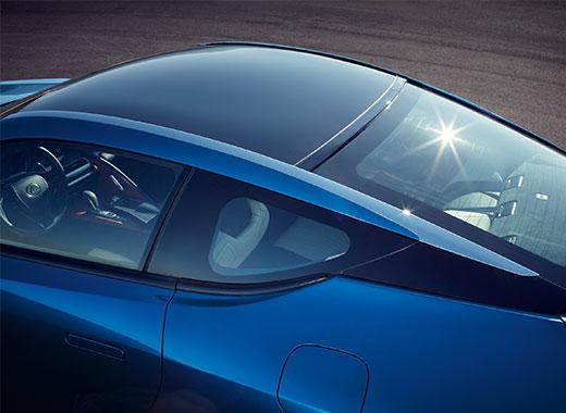 Bovenaanzicht van een stilstaande blauwe Lexus LC 500h