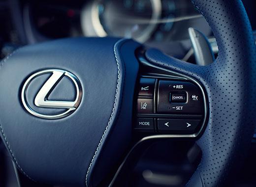 Het stuur van een Lexus LC 500h