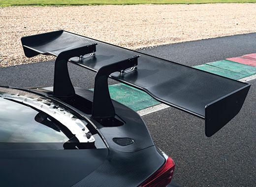 Lexus RC F GT3 2017 exterieur achterkant spoiler op circuit