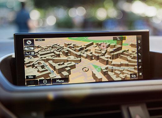 Het interieur van een Lexus CT 200h met navigatiesysteem