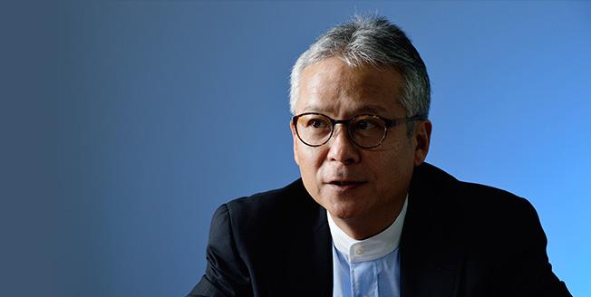Hiroshi Ishii is aan het MIT Media Lab verbonden als docent Mediakunsten en Wetenschap