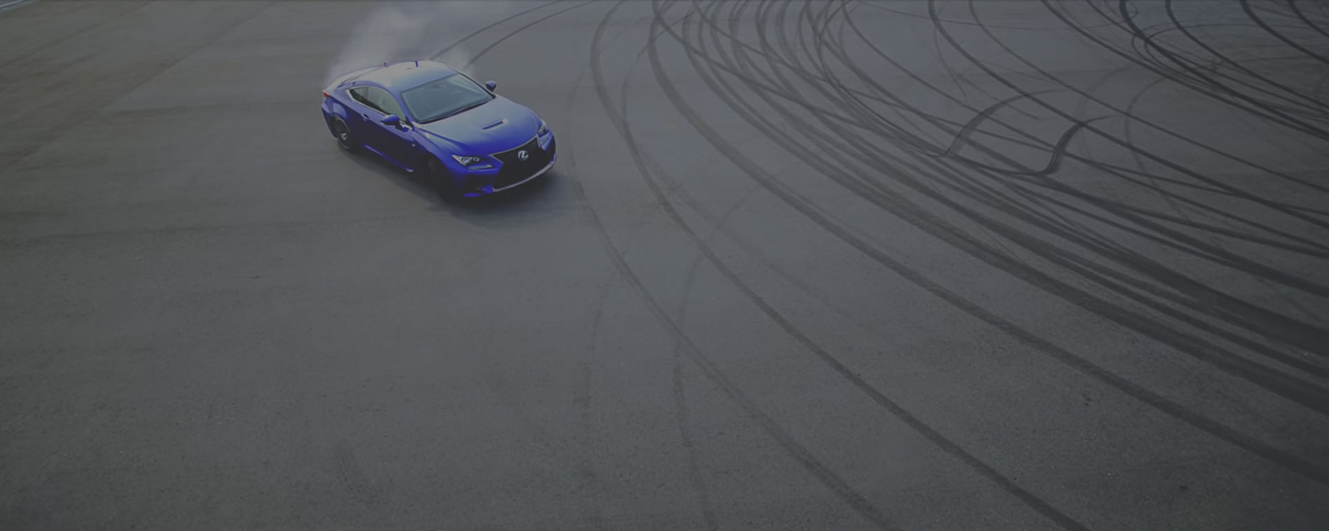 Driftende Lexus F Sport