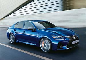 Vooraanzicht blauwe Lexus GS F