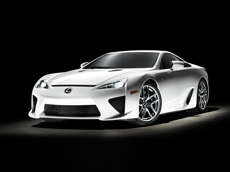 Voor zijaanzicht witte Lexus LFA