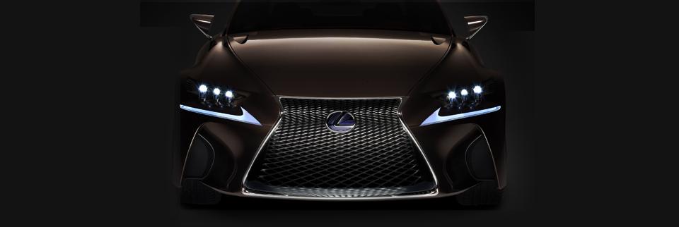Voorkant bruine Lexus GS 450h