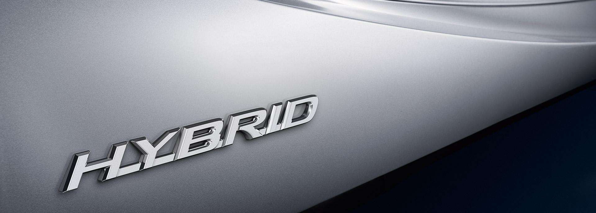 Zoom van de zijkant van een Lexus Hybrid model