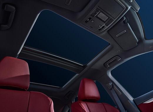 Panoramadak gezien vanuit de binnenkant van een Lexus RX