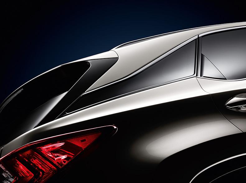 Achteraanzicht van een zwarte Lexus RX
